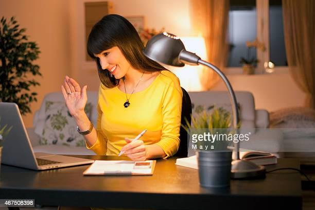 Spät am Abend, Frauen mit web-chat