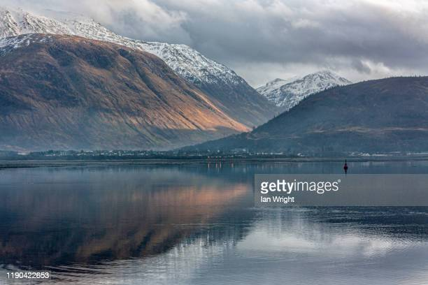 late light on ben nevis #2 - moment of silence stock pictures, royalty-free photos & images