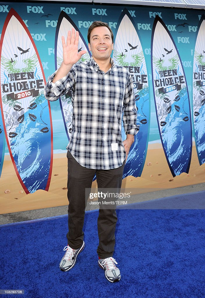 Late night host Jimmy Fallon arrives at the 2010 Teen Choice Awards at Gibson Amphitheatre on August 8, 2010 in Universal City, California.