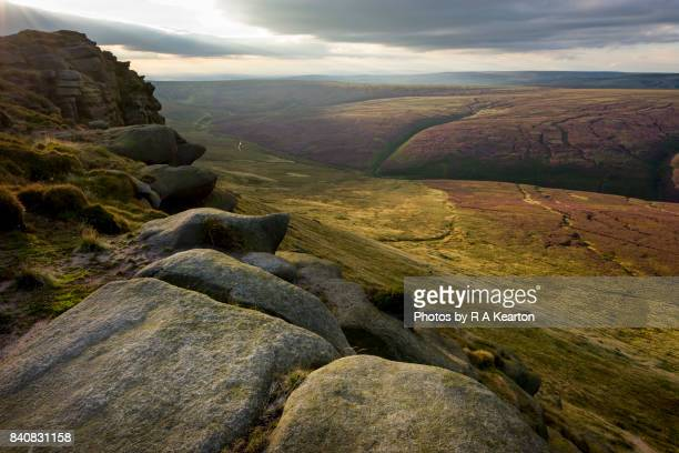 late summer sunlight on black ashop moor, peak district, derbyshire, england - paisaje espectacular fotografías e imágenes de stock
