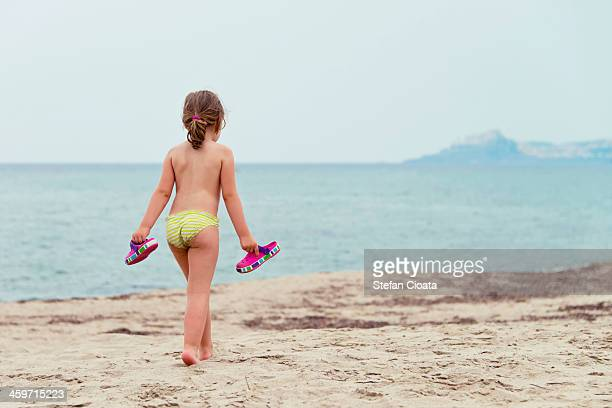 late summer walk - bambini in mutande foto e immagini stock