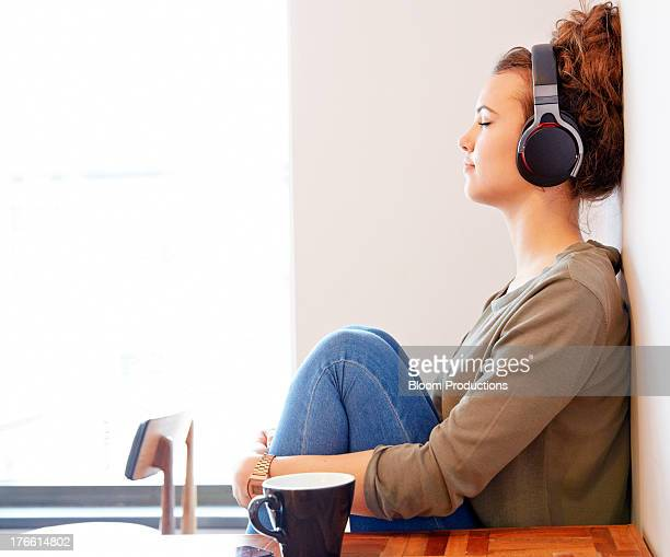 late teens girl listening to headphones - tranquility stock pictures, royalty-free photos & images