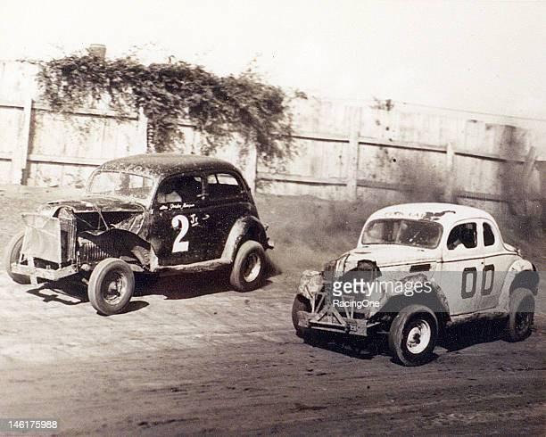 Gordon Magnum duels with Buck Baker during a late1940s Modified stock car race