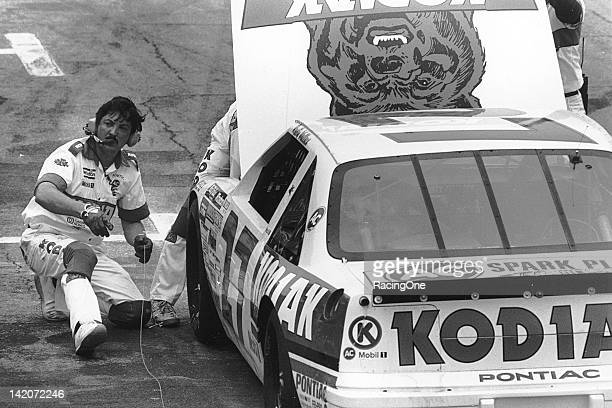 Crew chief Barry Dodson helps work out a problem on the Kodiak Pontiac of Rusty Wallace on pit road during a NASCAR Cup race