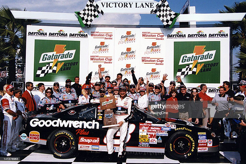 Dale Earnhardt - Gatorade 125 VL : News Photo