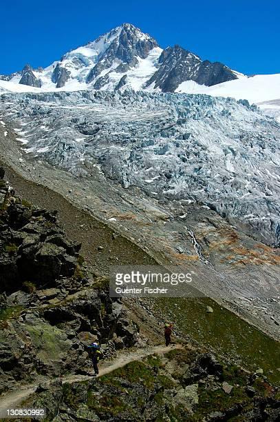 lateral moraine glacier du tour, peak aiguille du chardonnet, french alps, france - vista lateral stock pictures, royalty-free photos & images