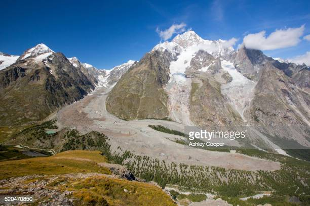 lateral moraine on the side of the rapidly retreating glacier de miage below mont blanc, italy. - vista lateral stock pictures, royalty-free photos & images