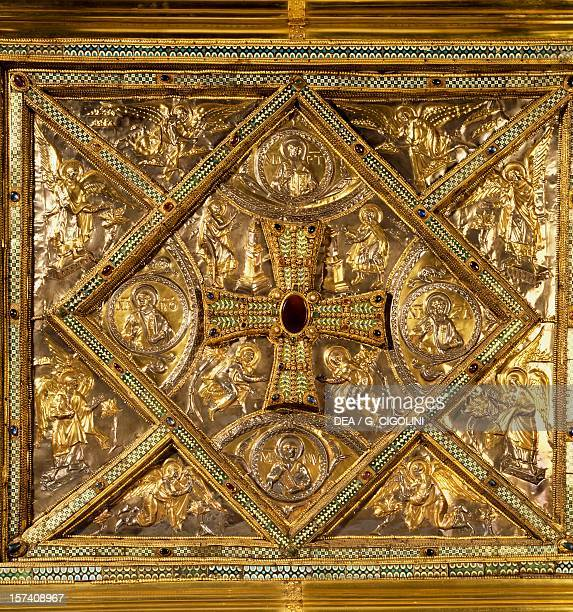 Lateral side with a jeweled cross surrounded by images of angels from the Golden altar or Frontal 824860 embossed gold work by Vuolvino or Volvino...