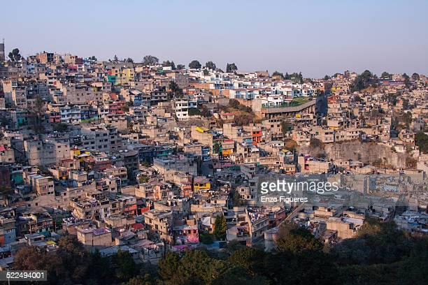 latin american cityscapes - barriada fotografías e imágenes de stock