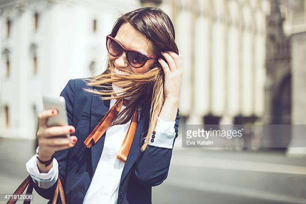 Latin Geschäftsfrau SMS