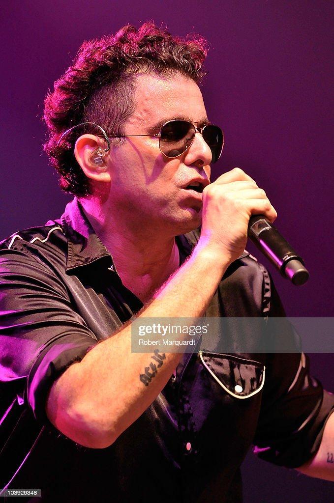 Andres Calamaro Performs in Concert in Barcelona : Fotografía de noticias