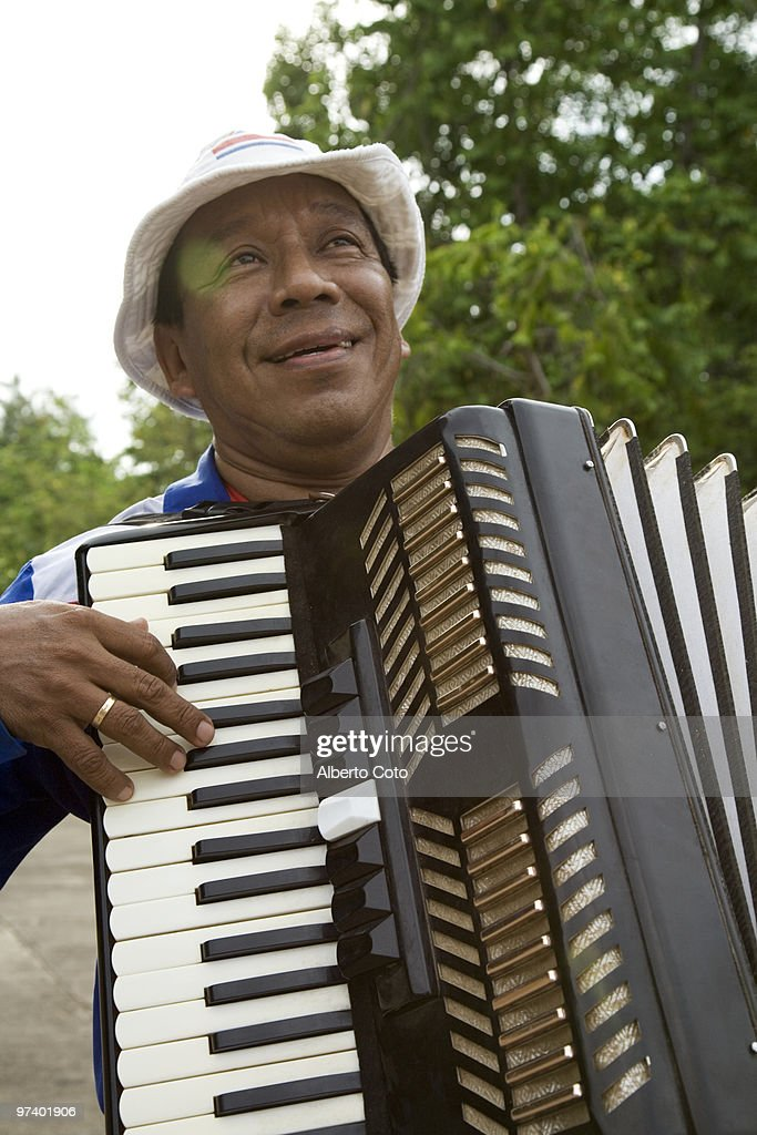 Latin Man playing accordion  : Foto de stock