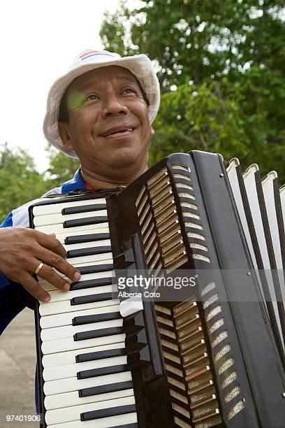latin man playing accordion  - guanacaste fotografías e imágenes de stock
