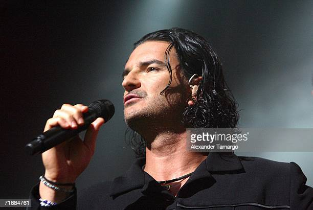 Latin recording artist Ricardo Arjona performs at AmericanAirlines Arena on August 20 2006 in Miami Florida