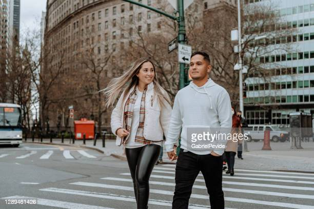 latino couple traveling in new york - brooklyn new york stock pictures, royalty-free photos & images