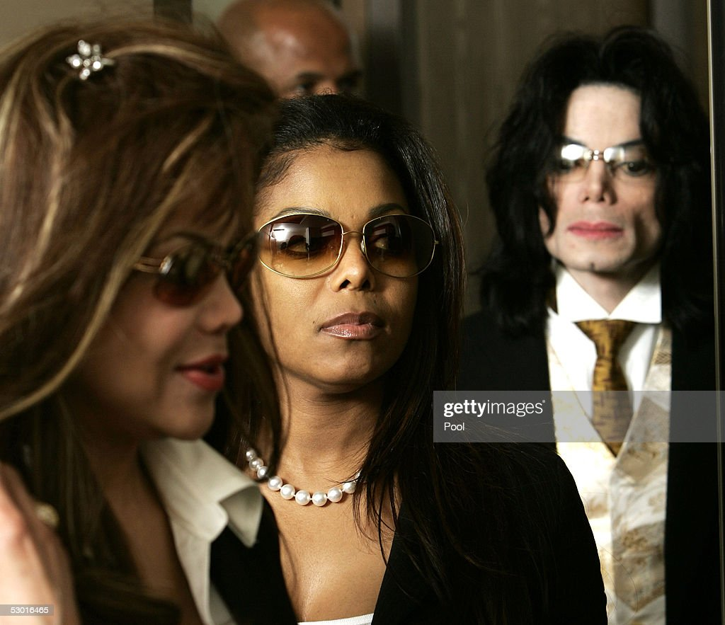 LaToya Jackson (L) and her sister Janet Jackson (C) arrive ahead of their brother Michael Jackson as they pass through security at Santa Barbara County Courthouse for the second day of closing arguments in his child molestation trial June 3, 2005 in Santa Maria, California. Jackson is charged in a 10-count indictment with molesting a boy, plying him with liquor and conspiring to commit child abduction, false imprisonment and extortion. The jury is expected to begin deliberations on the case later today.