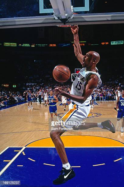 Latrell Sprewell of the Golden State Warriors dunks against the Dallas Mavericks circa 1995 at the OaklandAlameda County Coliseum Arena in Oakland...