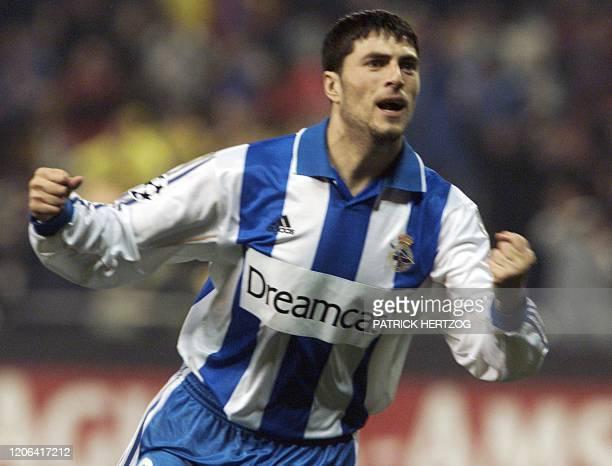 L'attaquant de La Corogne Diego Tristan laisse éclater sa joie après le 3e but de La Corogne, le 07 mars 2001 au stade de Riazor à La Corogne, lors...