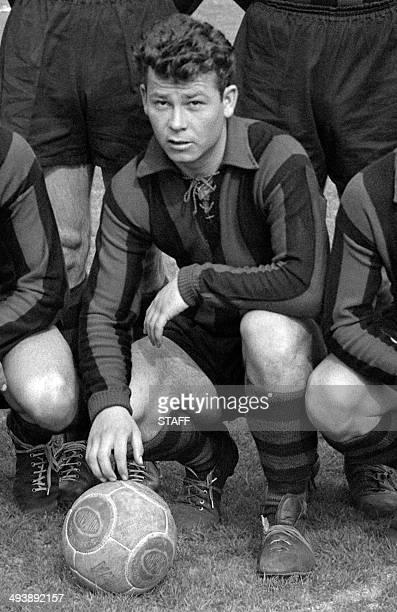 l'attaquant de l'OGC Nice Just Fontaine pose en compagnie de ses coéquipiers le 28 mars 1954 à Colombes avant le quart de finale de la Coupe de...