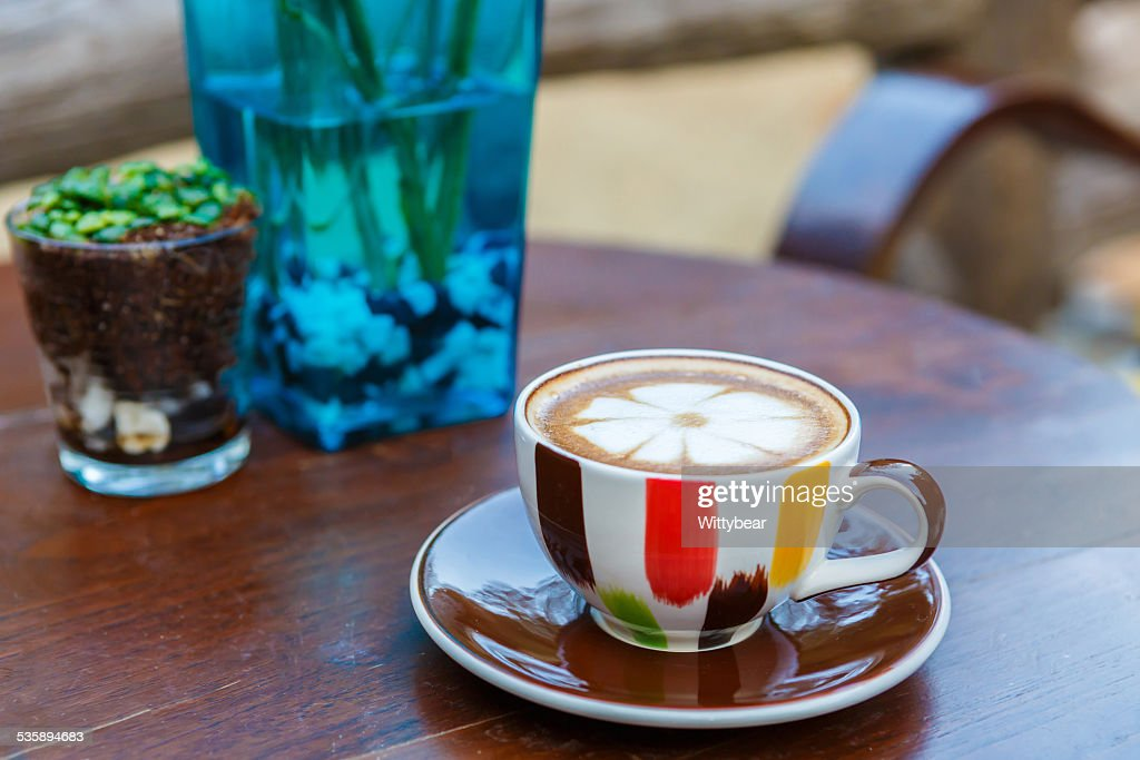 Latte coffee cup on table in cafe : Stockfoto