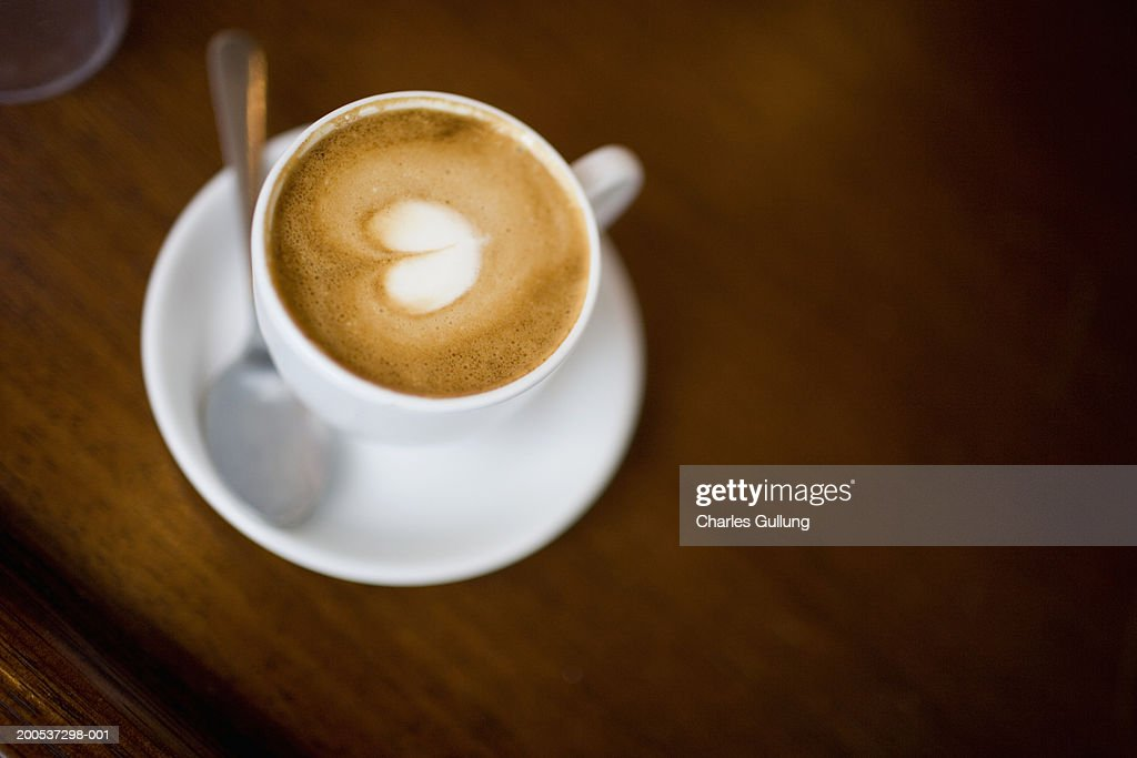 Latte with heart-shaped foam, elevated view : Stockfoto