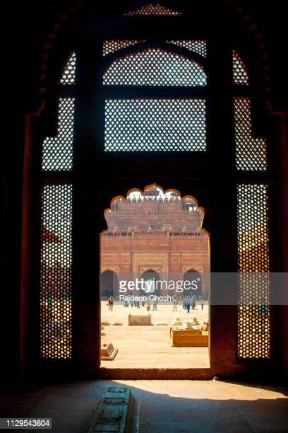 lattice work inside fatehpur sikri - fatehpur sikri stock pictures, royalty-free photos & images