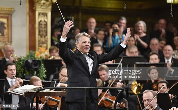 Latvian conductor Mariss Jansons conducts the traditional New Year Concert with the Vienna Philharmonic Orchestra at the Vienna Musikverein on...