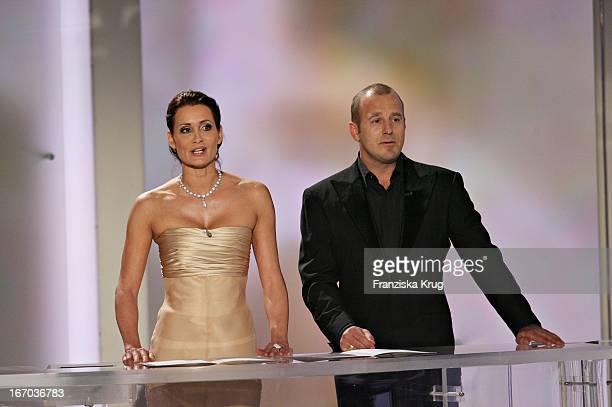 Laudatoren Anja Kling Und Heino Ferch Bei Der 42 Verleihung Der Goldenen Kamera In Berlin