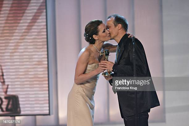 Laudatorin Anja Kling Und Preisträger Edgar Selge Bei Der 42 Verleihung Der Goldenen Kamera In Berlin