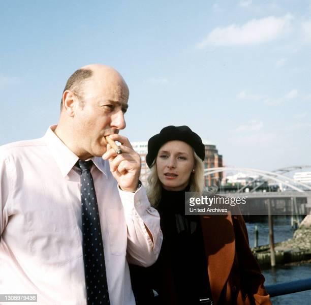 Lauf eines Todes / Kommissar Stoever erhält von Brandings Tochter Felicia wichtige Informationen … / Überschrift: TATORT / BRD 1989, Deutschland.