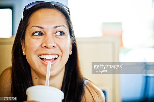 riendo a la hora del almuerzo - linda pop fotografías e imágenes de stock