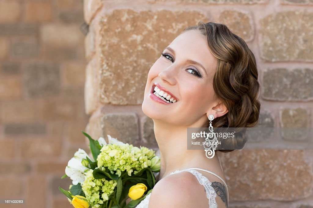 Laughing bride : Bildbanksbilder