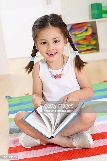 Rir Menina com Livro