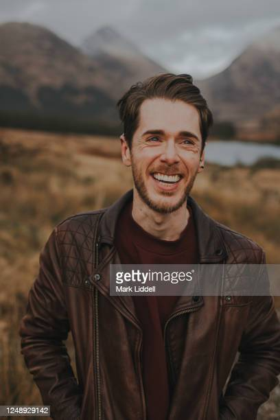 laughing man at glen etive in the highlands of scotland - strathclyde stock pictures, royalty-free photos & images
