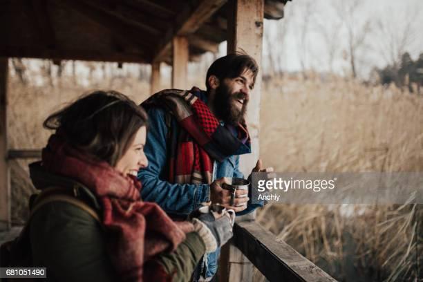 Lachen und heiße Getränke werden die Kälte schlagen.