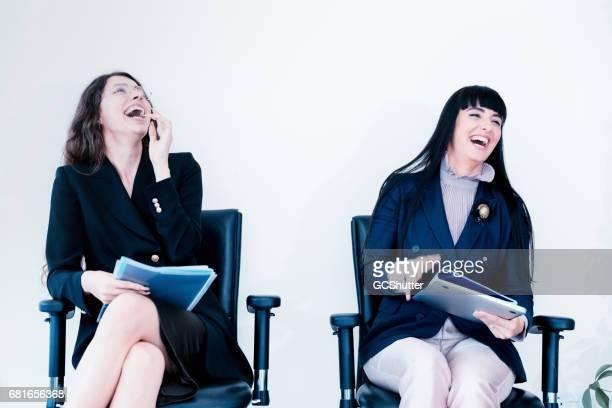 Lachen is het beste medicijn in de stressvolle kantooromgeving
