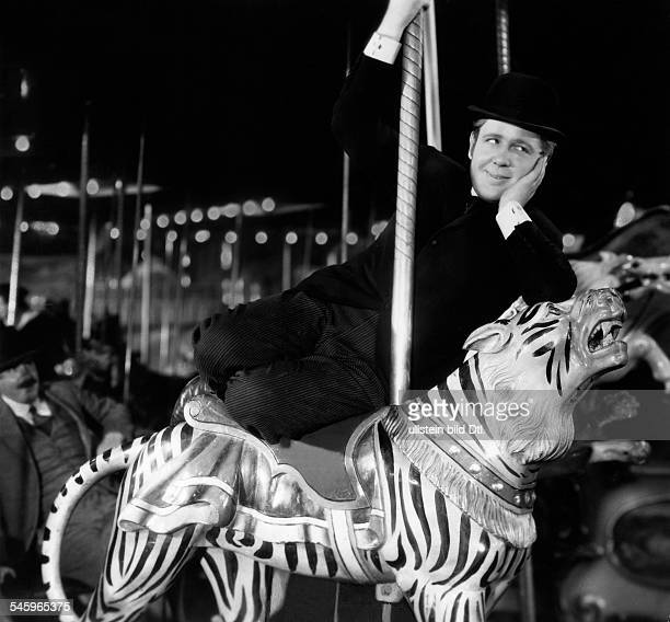 Laughton Charles Actor Great Britain / USA *01071899 Scene from the movie 'Ruggles of Red Gap'' Directed by Leo McCarey USA 1935 Produced by...