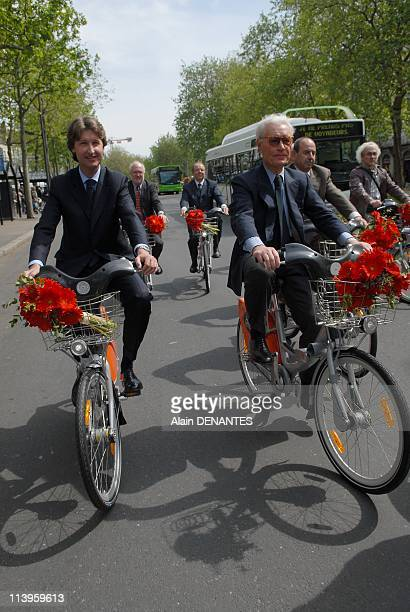 """Launch of the Bicloo bike rental self-service in the presence of Jean-Claude Decaux and the singer Jeanne Cherhal """"godmother"""" of bicloo In Nantes,..."""