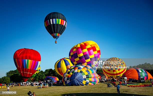 launching balloons - balloon fiesta stock pictures, royalty-free photos & images