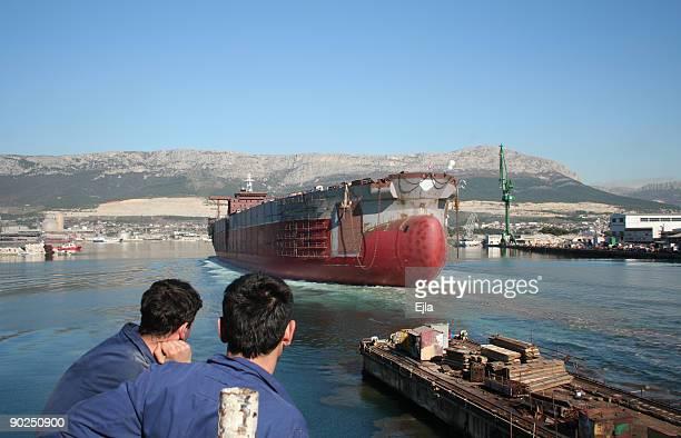 einführung eines schiff - stapellauf stock-fotos und bilder
