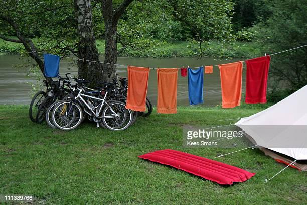 laundry drying on line - ウッファリーズ ストックフォトと画像