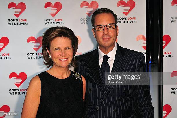Laura and Harry Slatkin and attend the 2009 Golden Heart awards at the IAC Building on October 19, 2009 in New York City.