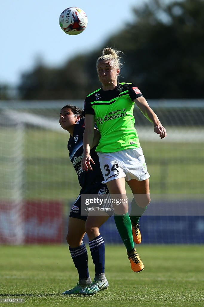 Laura Bassett of Canberra headers the ball during the round one W-League match between Melbourne Victory and Canberra United at Epping Stadium on October 28, 2017 in Melbourne, Australia.