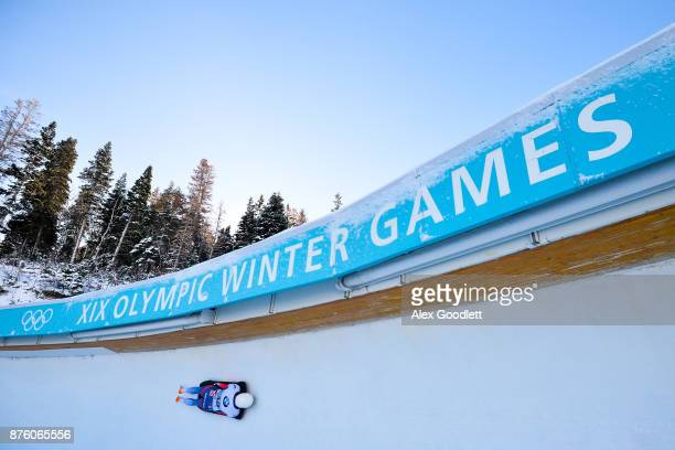 Laura Deas of Great Britain competes in the Women's Skeleton during the BMW IBSF Bobsleigh and Skeleton World Cup on November 18, 2017 in Park City,...