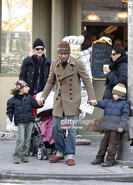 Laura Dern and Ben Harper with Ellery Dern Harper Jaya Dern Harper and Harris Harper *EXCLUSIVE*