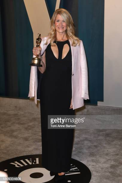 Laura Dern attends the 2020 Vanity Fair Oscar Party at Wallis Annenberg Center for the Performing Arts on February 09, 2020 in Beverly Hills,...