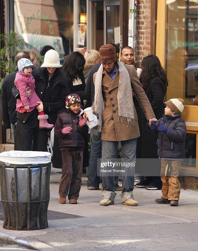 Laura Dern and Husband Ben Harper Sighting with Children in New York City - December 2, 2006 : News Photo