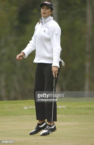 Laura Diaz misses a birdie putt on the 17th hole in the third round at the LPGA Tournament of Champions November 13 2004 in Mobile Alabama