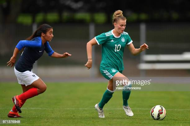 Laura Freigang of U20 Women's Germany in action during the Four Nations Tournament match between U20 Women's France and U20 Women's Germany at Stade...
