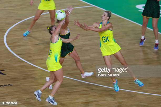 Laura GEITZ and Gabi SIMPSON bump into each other as Australia play South Africa in the Women Pool A Netball on April 8th 2018